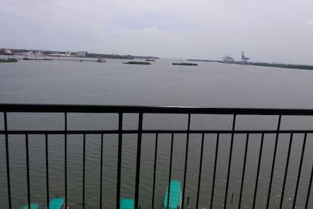 Sea View 2Bed Apartment in Marine Drive - Ernakulam