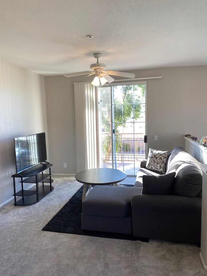 Gorgeous 2bd Apartment in Palm Desert
