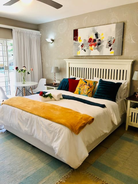 Adorable en-suite bedroom with pool