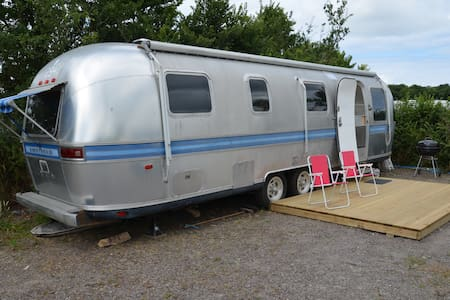31ft Airstream at Dinham farm, near Polzeath. - Saint Minver - Campingvogn