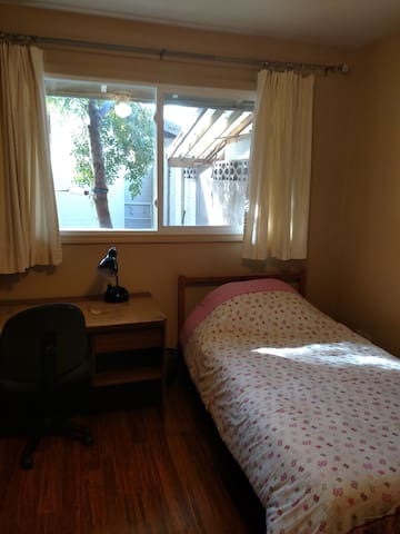 HOMESTAY NEAR ASU/Upgraded throughout. BR#1