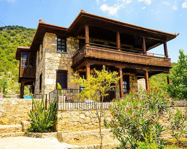 Kayaköyde Havuzu Korunaklı 4+1 Jakuzili Villa