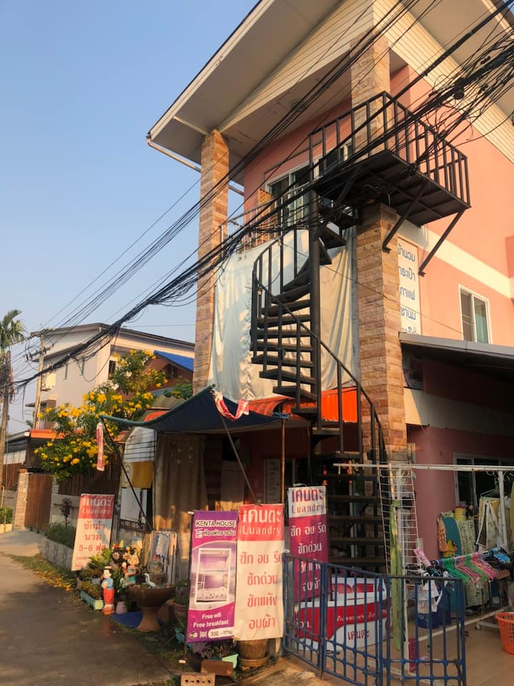 1 Queen bed and 1 Bulk bed Kenta House Chiang Rai