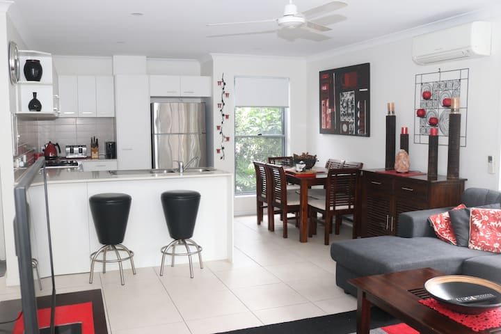 Modern Townhouse in Convenient Location