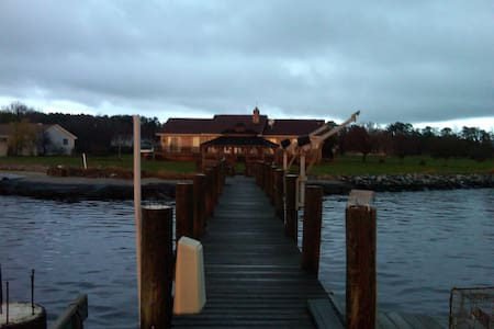 Waterfront Room Rentals with private beach 2 - Trappe - House