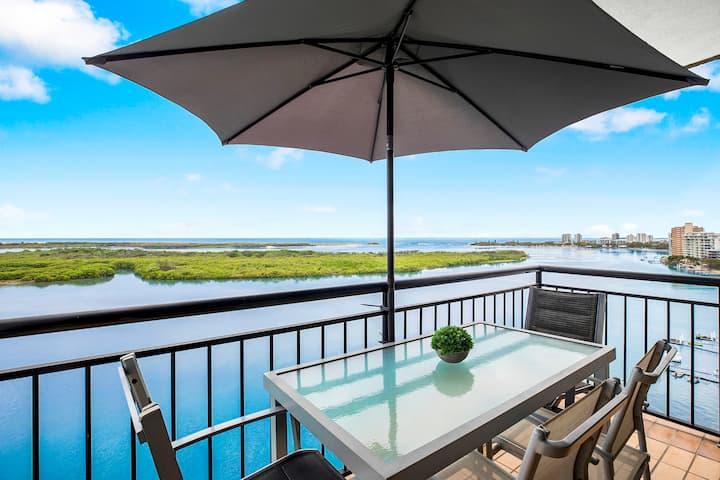 Tranquil Waterfront Escape with Incredible Views ❂