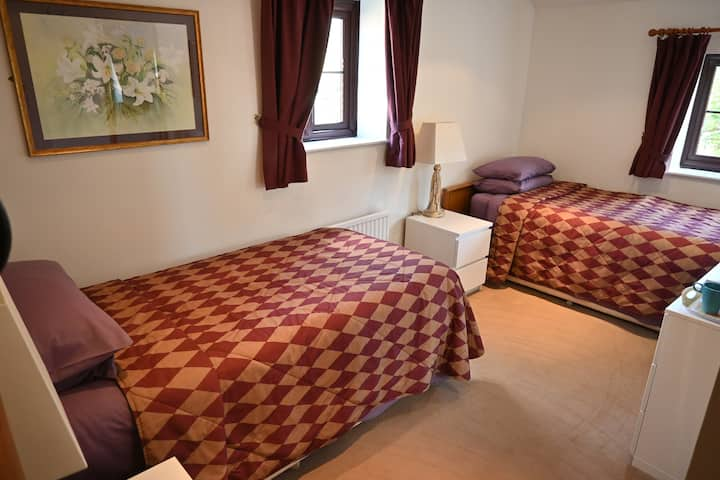 Twin Room with Ensuite - The Anglers Retreat