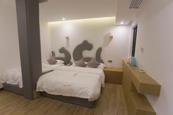环岛路上的艺术精品酒店——温馨亲子房 - Xiamen - Misafir suiti