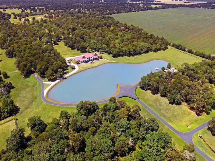 Hacienda de Ali Secluded Mansion with Private Lake