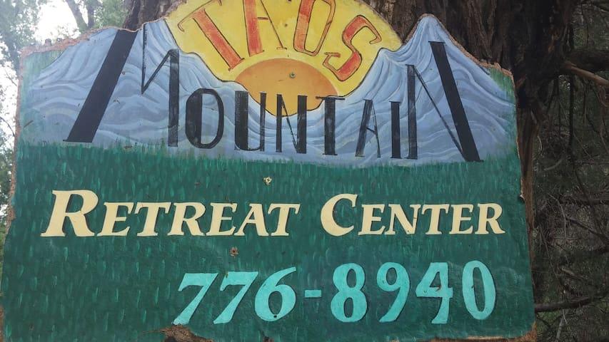 Taos Mountain Lodging & Retreat - Entire