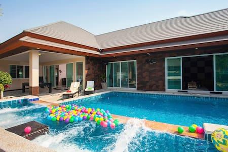 Baan Piam Sanook Pool Villa - Bang Lamung District