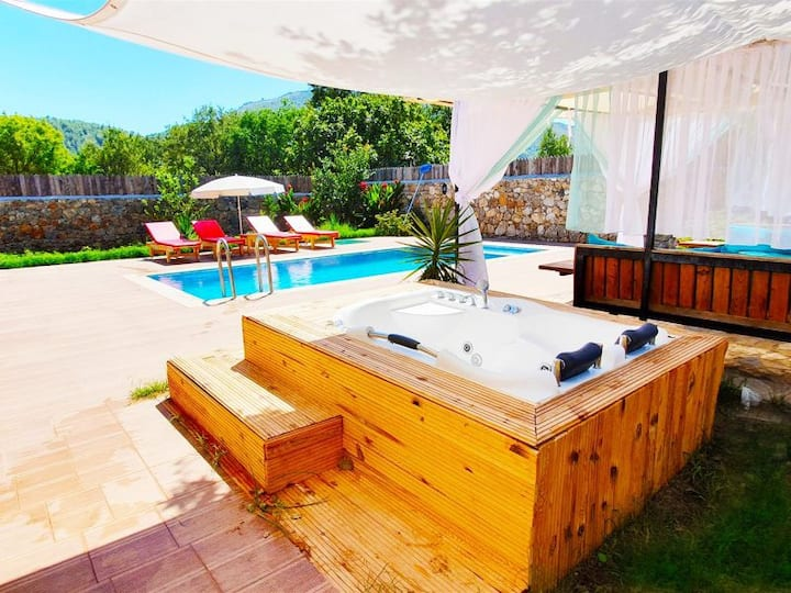 Kayaköy'de Kiralık Müstakil Havuzlu Jakuzili Villa