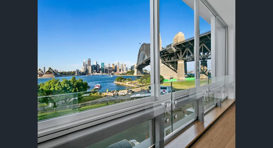 Million Dollar views of Sydney Harbour from lounge