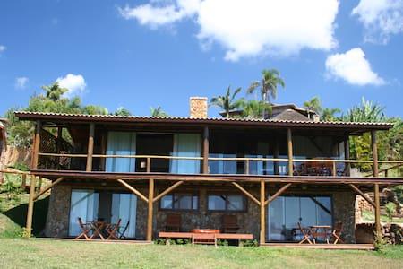 Vila Tucano (Praia do Rosa / Vida Sol e Mar) - 因比圖巴 - 家庭式旅館