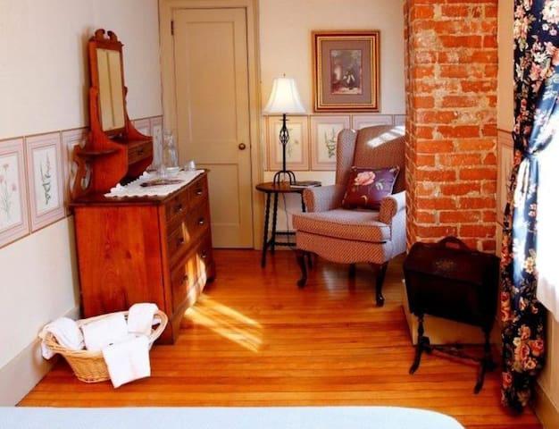 The Morgan House - Room 206
