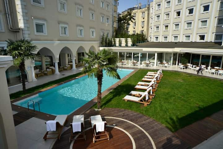 HOLIDAY INN İSTANBUL CITY HOTEL