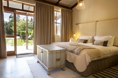 A Hilltop Country Retreat - double rooms - Swellendam