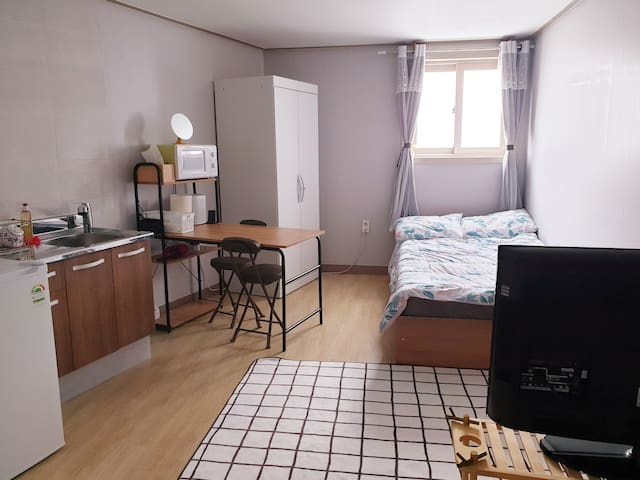 Clean, Cozy and Tidy Studio! / Bus to Major areas