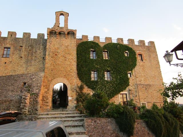 Un séjour hors du temps en Château du XIII siècle - Gualdo Cattaneo - Apartamento