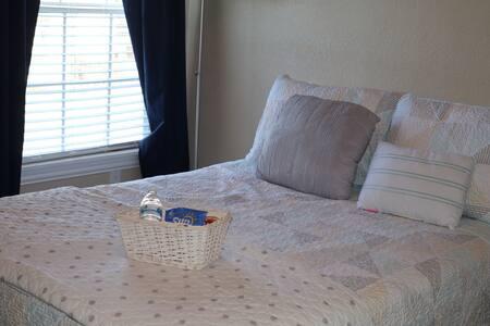 Cozy private bedroom near DFW airport/ Las Colinas