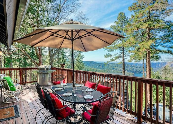 Lake View Haven: views from the deck/spa
