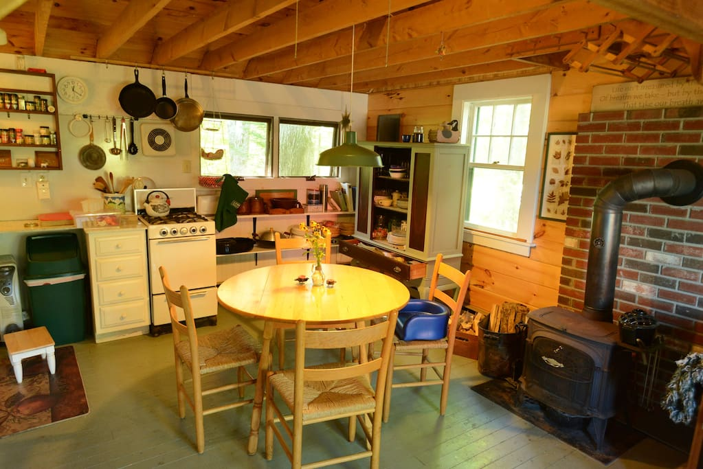 Eat-in well equipped kitchen with gas stove.