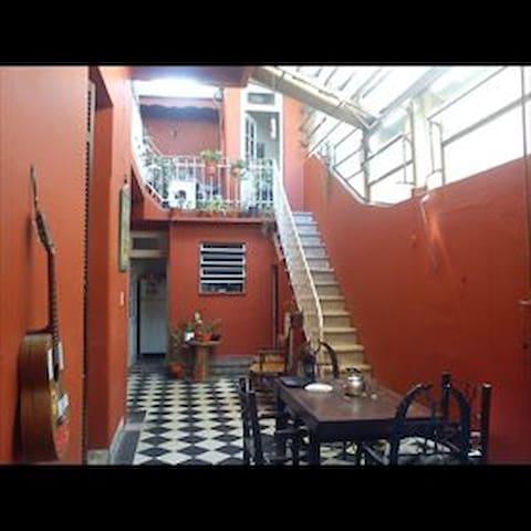Habitacion en casa, buena ubicacion, muy tranquila - Buenos Aires - Dom