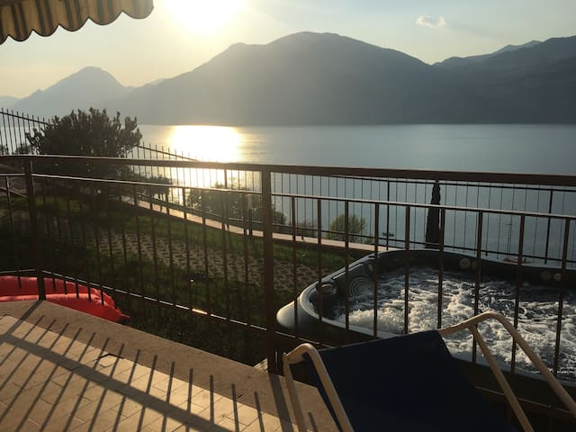 """Appartamento Iride """"S""""- vista lago mozzafiato! - Brenzone sul Garda - Daire"""