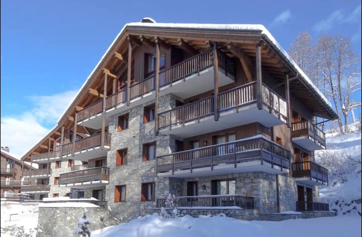 APARTMENT BRAND NEW RENOVATED  SKI-IN/OUT