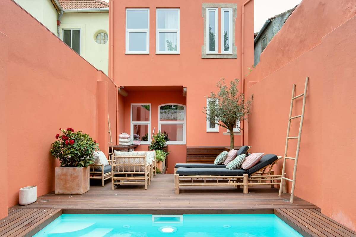 Luggage Themed Studio in Historic Building With Pool