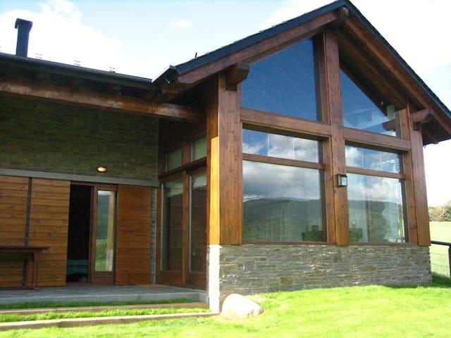 Chalet Duplex con jardin y vistas en Age - Age - Talo