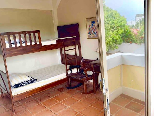 1er Dormitorio con balcón - 2 literas