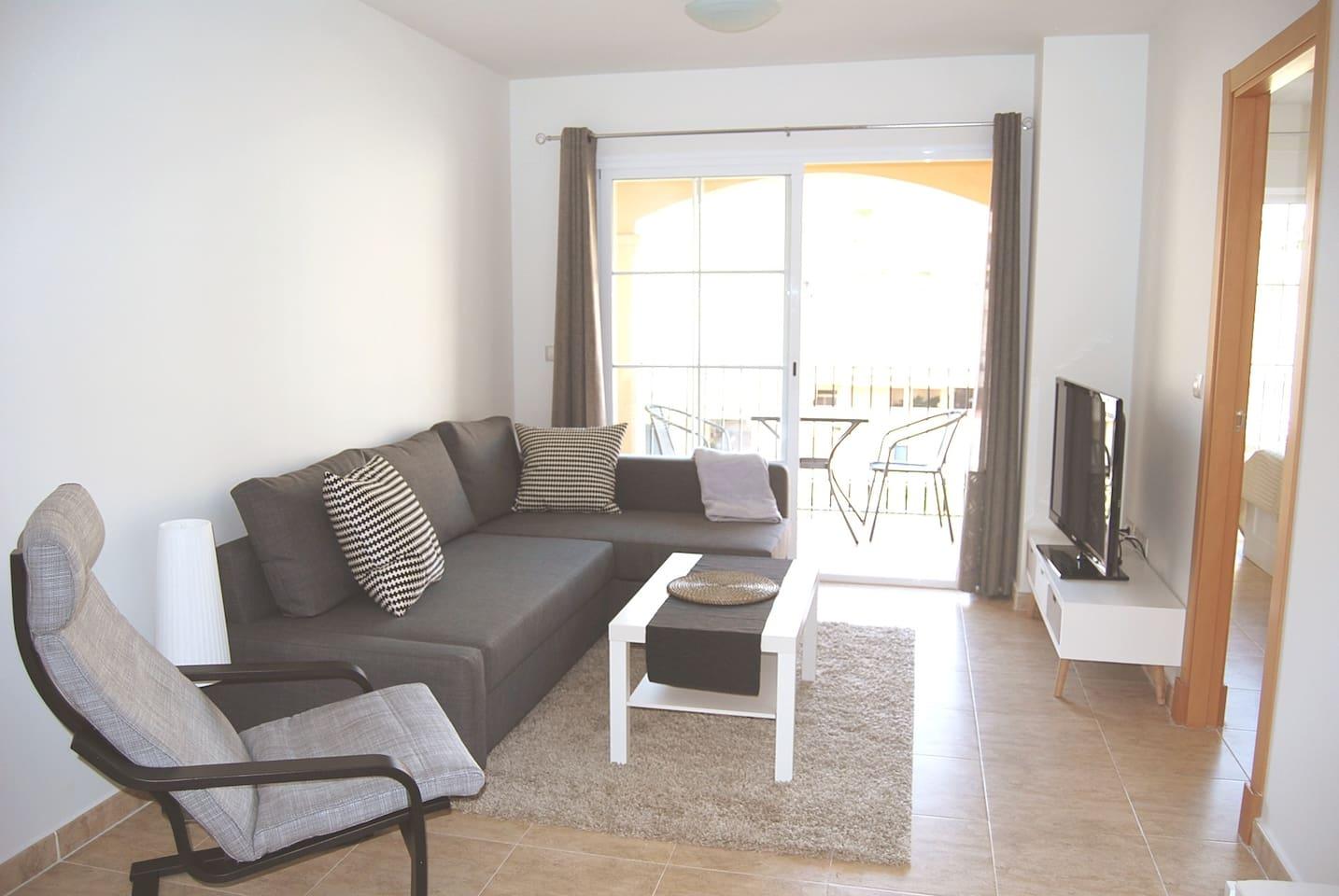 Livingroom and double bedsofa.