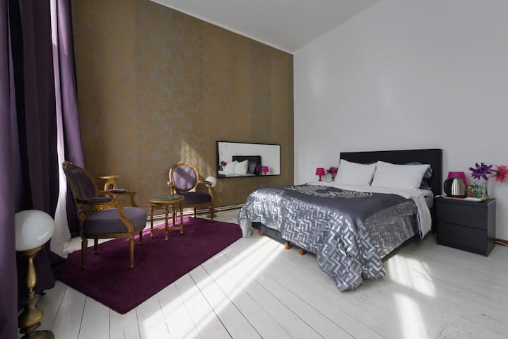 stylish city center room with own bathroom!