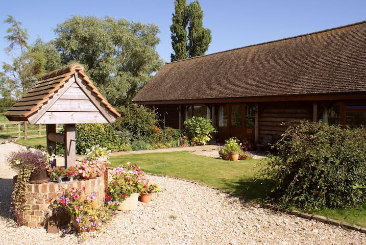 Byre Cottage in pretty Oxfordshire countryside