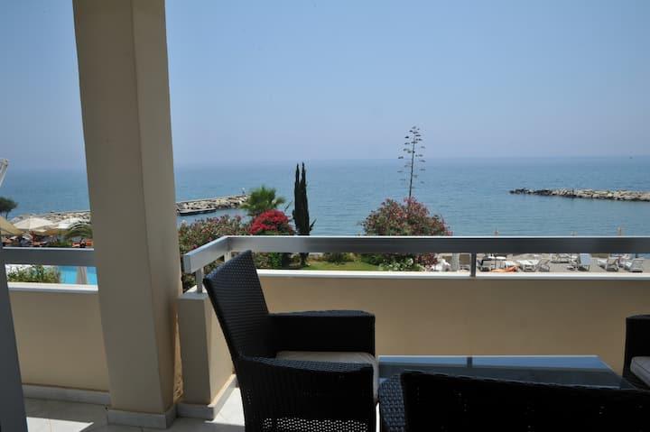 Gulf Palace Beachfront Luxury 3-bedroom Apartment