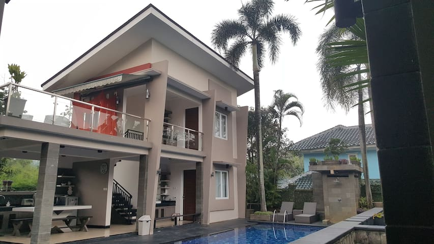 101 peaceful pool house (2 room) at Sentul Bogor.