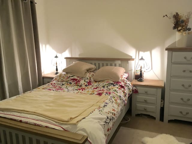 Lovely double room in Cardiff - Cardiff - Apartament