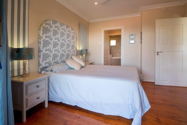 Main Bedroom - ensuite
