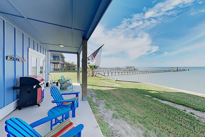 New Listing! Chic Condo w/ Waterfront Pool & Pier