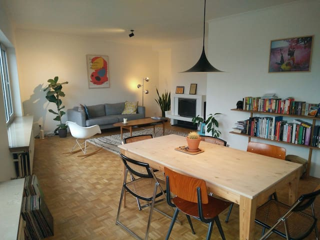 Cosy private room in 60's apartment - Gent