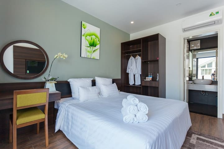 The bedrooms have many glass doors to take natural light, fresh air of garden and pool. Bedrooms are fully equipped with TV, cable TV, high speed internet. Queen size bed: 1.8m x 2m