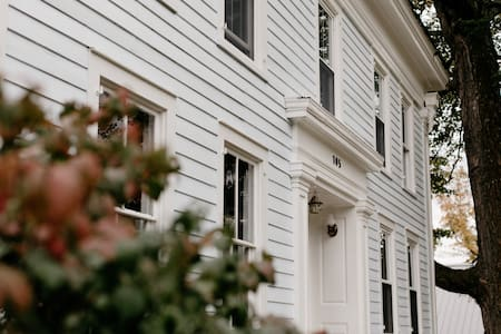Entire 1800 Colonial Vermont Farmhouse with a View