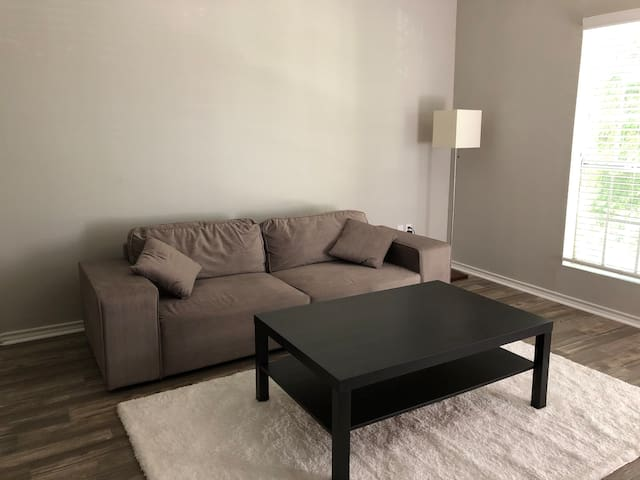 Quiet Apartment 15 Mins Away From The Beach