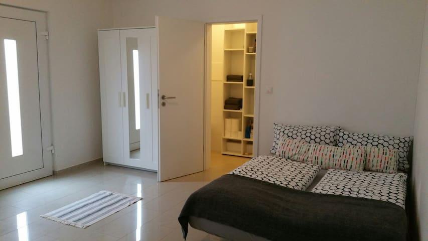 Hübsches 1 Zimmerappartment / Zentral / EG - Bonn - Apto. en complejo residencial