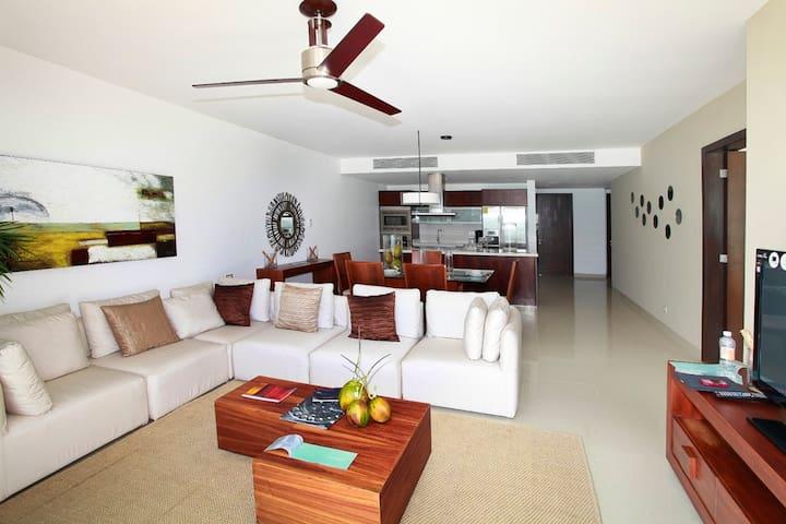 Luxury apartment ocean front 2 bedrooms condo