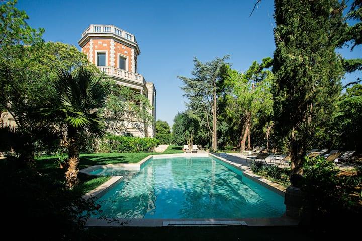 Villa Rosa Resort with Pool