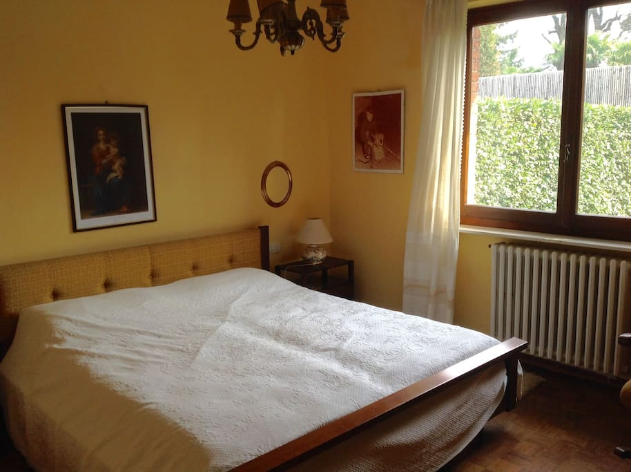 La camera matrimoniale gialla