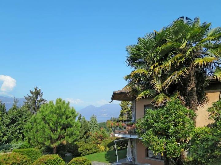 Villa panoramica a Porto Valtravaglia