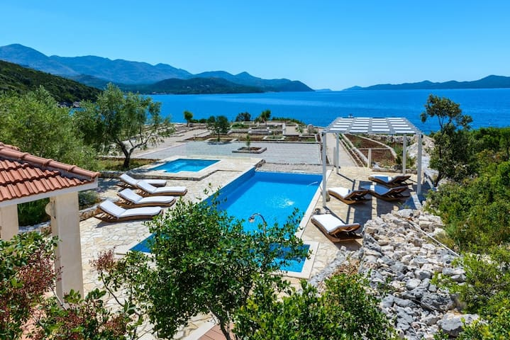 Private Beach & Heated Pool Villa near Dubrovnik